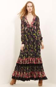 Romantična šarena haljina idealna je za puniju devojku