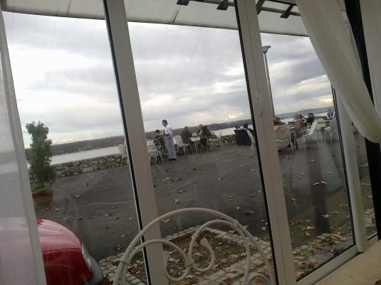 Pogled na Dunav iz restorana Stara kapetanija