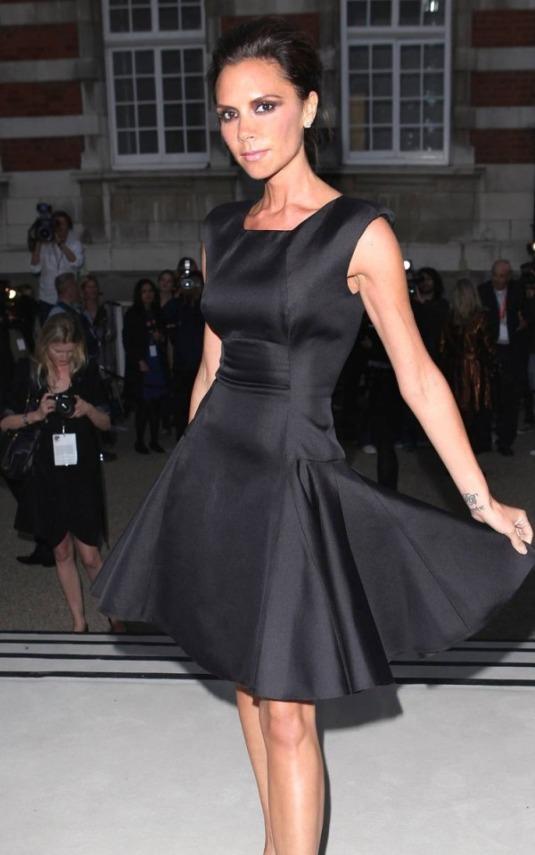 Viktorija Bekam voli jednostavnost-mala crna haljina na njen način