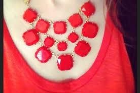 Crvena ogrlica daće pečat vašem izgledu