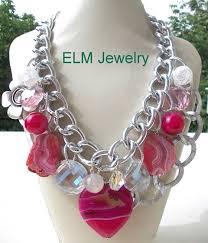Velike,dekorativne ogrlice su u modi
