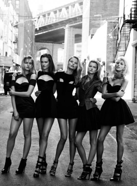 Mala crna haljina i ya mlade devojke!