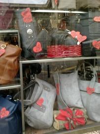 Moderne torbe po pristupacnim cenama naci cete na Bul.kralja Aleksandra