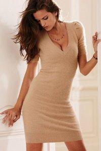 Jednostavna bež haljina u kojoj će vaša savršena figura doći do izražaja
