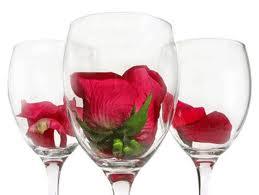 Jedna ruža u čaši...