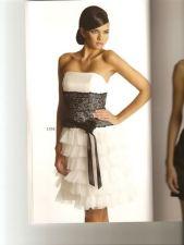 Bela haljina je uvek dobar izbor