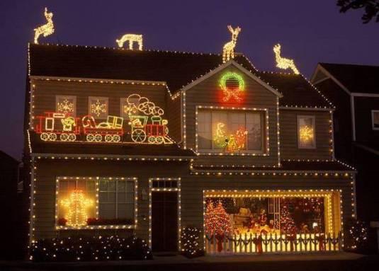 Ako imate kuću,novca i mašte,neka vaša kuća svetluca u novogodišnjoj noći